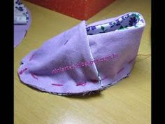 Doll Shoe Patterns, Baby Shoes Pattern, Baby Clothes Patterns, Cute Girl Shoes, Diy Bebe, Baby Fabric, Baby Sandals, Baby Slippers, Baby Boots