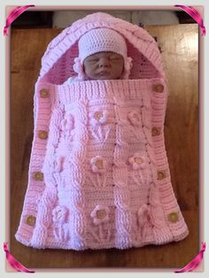 Snuggle your baby with these knitting patterns. There are bunting bags and sleep sacks to keep your baby cozy, cocoons perfect for costumes and newborn photo pr Crochet Baby Cocoon, Baby Girl Crochet, Crochet Baby Clothes, Knitted Baby, Baby Knitting Patterns, Baby Patterns, Free Knitting, Crochet Patterns, Cocoon Bebe