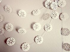 This garland will be a lovely decoration. This simple design will look great with the pops of bright pink and green.
