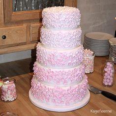 White and pink flowers cake for confirmations - Hvid og lyserød blomster kage til konfirmation