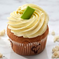www.shop.smoorchocolates.com - Buy Vanilla Cupcakes Online in Bangalore at Rs 92,Smoor delivers best Vanilla flavoured cupcake topped with butter cream icing. Order Raspberry Cupcake at Best Price in India.