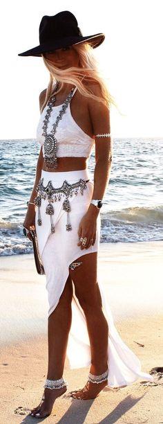 35 Pretty Beach Dresses For This Summer - hippie style Boho Gypsy, Gypsy Style, Hippie Style, Hippie Boho, Bohemian Style, Beach Hippie, Bohemian Fashion, Bohemian Jewelry, Dark Bohemian