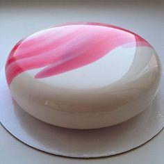 Olhe para eles. | Os bolos dessa mulher são tão maravilhosos que é impossível parar de olhar