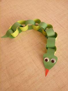 Créatif et grand Paper chain snake Paper snake Paper animals Paper craft Toddler Crafts, Diy Crafts For Kids, Projects For Kids, Fun Crafts, Art For Kids, Kid Art, Art Projects, Craft Activities, Preschool Crafts