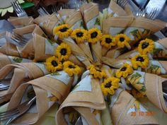 Anel com flor de girassol para prender guardanapos