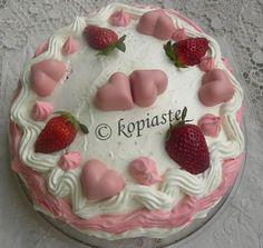 Strawberry Red Velvet Cake /   Τούρτα Φράουλας Κόκκινο Βελούδο http://www.kopiaste.info/?p=8852