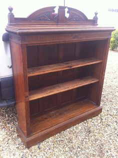 This is a superb antique book case. It's oak, I would say it was mid 1800's. It's a lovely example of an old, well kept and well made piece of furniture. It has two adjustable shelves, with the original shelf clips. It available for viewing in lakenheath. Free local delivery. Can take a couple of payments.
