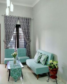 Having small living room can be one of all your problem about decoration home. To solve that, you will create the illusion of a larger space and painting your small living room with bright colors c… Room Furniture Design, Home Room Design, Home Office Design, Bedroom Furniture, Furniture Decor, Bedroom Decor, Interior Design Living Room, Living Room Designs, Living Room Decor