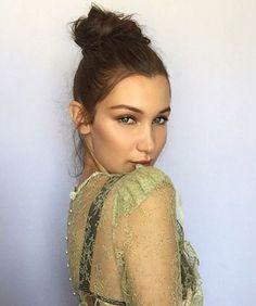 Le chignon bun flou de Bella Hadid