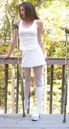 💖Love for polio and disabled women💖 Short Legs, Skater Skirt, Stockings, Beautiful Women, Lady, Womens Fashion, Skirts, Moda Femenina, Girls