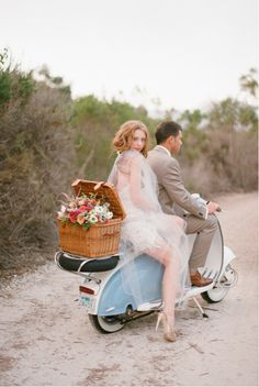 Before you speed off on your getaway make sure you've ticked everything off on this list! (photo by Elizabeth Messina)