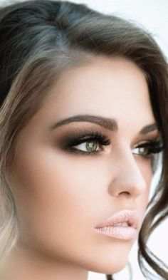 Would you love to have this smokey eye look for your next event? Her eyes are gorgeous and the shadow she used enhances this stunning feature! Tag someone who would love this subtle glam look.  #PSWeddingsAndEvents #MakeUp