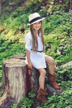 Style a little fashion kids baby Little Girl Outfits, Cute Outfits For Kids, Little Girl Fashion, Cute Little Girls, Cute Kids, Fashion Kids, Fashion Design, Mode Junior, Kristina Pímenova