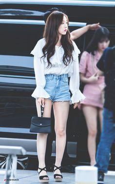 Kpop Fashion, Korean Fashion, Fashion Outfits, Airport Fashion, Fashion Styles, Sinb Gfriend, Ootd, Asia Girl, Girly Outfits