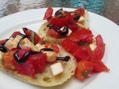 Caprese Salad Bruschetta - a perfectly easy summer lunch! | chicagojogger.com