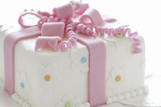 Para um aniversário, evento, festa, confraternização, nada melhor do que um belo e delicioso bolo decorado para comemorar, não é mesmo? No curso de pasta A