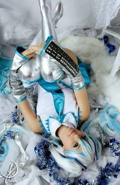 Vocaloid. Character: Hatsune Miku. Version: Snow. Cosplayer: Juliana 'aka' Tsukino. Former Company: Lollipop Bunny. From: Enseada, Brazil. Photo: Erika Suzuki 2013.