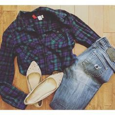 On Wednesdays we wear plaid  #yyc #ootd #plaid #fashion #humpday #outfit #fashionblog #cupcakesandcurls #flats #jeans #comfy #cute