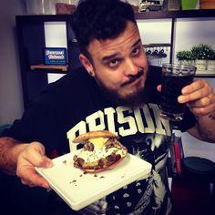 Parece junk food mas é um sandubão vegeta mega do bom que o @henriqueminimim fez comigo lá no http://youtube.com/gourmetnetwork1 corra pra ver esse parça comendo saudável pela primeira vez na vida!
