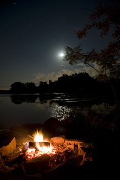No matter the weather a campfire makes it better! Camping Tips and Tricks - Hacks to Make Camping Easier Thousand Islands, Camping Life, Beach Camping, Camping Outdoors, Camping Ideas, Plein Air, Outdoor Fun, Night Skies, The Great Outdoors