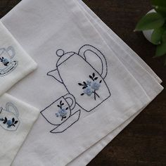 White and blue 여름 자수. #사실은가져간실이없어서 #teamat #스튜디오K #자수스튜디오 #대전프랑스자수 #프랑스자수 #자수타그램 #대전자수수업 #자수클래스 #studioK #embroideryclass#embroidery #handmade #handcraft #embroidered