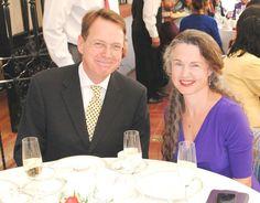 El jefe de la Delegación de la Unión Europea, embajador Tim Torlot, y su esposa, la escritora estadounidense Jennifer Steil.