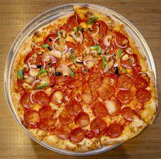 Delicious 😋 half and half #pizza for your Friday night! #tgif #MyPizzagarden #PizzaGarden