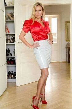 Lady in the livingroom . slut in the bedroom Satin Skirt, Satin Dresses, Blouse And Skirt, Dress Skirt, Sexy Outfits, Skirt Outfits, Elegantes Outfit Frau, Pencil Skirt Black, Leather Dresses