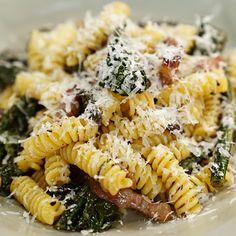 Fusilli cavolo nero e pancetta Cavolo Nero Recipe, Fusilli, E Recipe, Ricotta Pasta, Cabbage And Bacon, Good Food, Yummy Food, Lactation Recipes, Chef