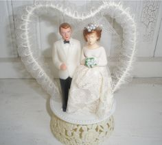 Adorable retro cake topper! (I'd love to attempt to make this out of wood.)