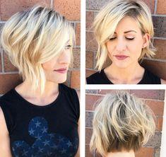 exemple de coiffure facile sur cheveux courts de coupe dégradé, coloration tendance avec racines noires et longueurs blondes