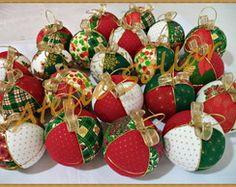 Bolas de Natal forradas em patchwork