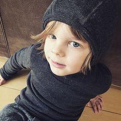 Happy Monday! How cool are these grey merino hoodies!! Great pic @mumoflenmatteo1  handsome little boy . #buk#merino#hoodie#vimma