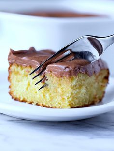 Sour Cream Cake with Chocolate Frosting.This is the easiest and softest sour cream cake ever. My family asks for it again and again and the chocolate frosting is easily the creamiest I ever had! Cake Mix Recipes, Brownie Recipes, Dessert Recipes, Top Recipes, Yummy Recipes, Easy Desserts, Delicious Desserts, Sour Cream Cake, Poblano