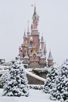Snow at Disneyland - Paris, France...Beautiful w/ snow!