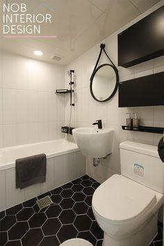 안녕하세요^^ 이웃님들~ 부천 인테리어 전문 업체 노브입니다. 오늘 소개해 드릴 부천 인테리어는 30평대 ... Bathroom Interior Design, Interior Ideas, Corner Bathtub, Toilet, Modern, House, Furniture, Home Decor, Bathroom Ideas
