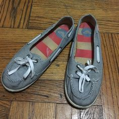 Roxy shoes! Mint condition shoes. Roxy Shoes Flats & Loafers