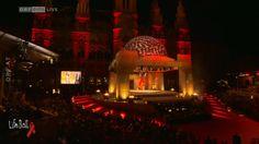 Gestern Abend fand der 23. LifeBall 2015 im Wiener Rathaus statt. Der LifeBall ist eines der größten AIDS Charity Events weltweit. Sein Ziel: betroffenen Menschen zu helfen und HIV/AIDS nicht länger zu tabuisieren: http://www.eurovision-austria.com/de/lifeball-2015-mit-conchita-wurst/ ------------------------------- #esc #eurovision #austria #buildingbridges #conchita #lifeball