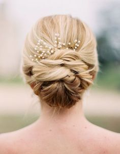 nice hair buns,bun hairstyles,top knot,high bun,side bun hairstyles,low bun hairstyles,braided bun hairstyles,cute buns