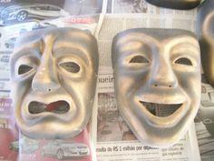 Máscaras empapeladas do teatro grego