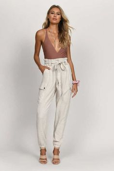 Yes, cargo pants are back in fashion, so I am happy to share with you ideas how to wear them on the streets. See my favorite looks with cargo pants. Plus Size Cargo Pants, White Cargo Pants, Denim Cargo Pants, Skinny Cargo Pants, Cargo Pants Women, Pants For Women, Black Turtleneck, Cropped Sweater, Black Leather Combat Boots