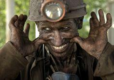O duro trabalho do mineiro... Fotoblog: As Melhores Fotos da Internet