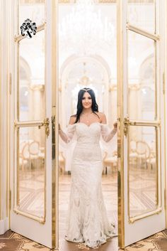 If you want to celebrate your wedding in an intimate but luxurious setting in the heart of Vienna, Austria, then let's start planning! Photo credit: Lilie Chuba Beautiful Wife, Beautiful Couple, Beautiful Dresses, Luxury Wedding, Elegant Wedding, Dream Wedding, Wedding Stuff, Wedding Planner, Destination Wedding