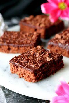 Pätkis-mokkapalat - Suklaapossu New Recipes, Snack Recipes, Snacks, Vegan Vegetarian, Vegetarian Recipes, Finger Foods, Food Inspiration, Sweet Tooth, Cheesecake