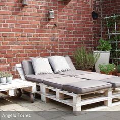 ᐅ Gartenmöbel aus Paletten ᐅ Palettenmöbel Garten Garden loungers deck-garden furniture made of europallets on the terrace Pallet Garden Furniture, Balcony Furniture, Best Outdoor Furniture, Pallets Garden, Furniture Ideas, Modern Furniture, Antique Furniture, Handmade Furniture, Rustic Furniture