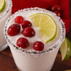 46 Christmas Cocktails to Spice Up Your Holiday Party - White Christmas Margaritas Move over eggnog. Make room for a new generation of festive drinks. Snacks Für Party, Party Drinks, Cocktail Drinks, Fun Drinks, Yummy Drinks, Yummy Food, Beverages, Cucumber Cocktail, Vodka Cocktails
