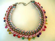 collar de cordones y cadena