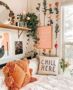 fabulous dorm room decor ideas for lovely girls 1 Dorm Room Designs, Bedroom Designs, Cute Room Decor, Flower Room Decor, Flower Wall, Bedroom Flowers, Bedroom Plants, Room Ideas Bedroom, Cozy Bedroom