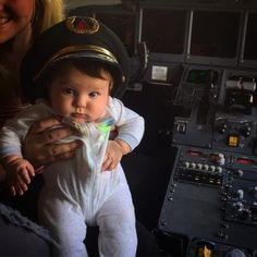 Air travel tips for flying with an infant. Ways to keep your sanity, keep baby happy and master flying with a small infant. Air Travel Tips, Travel Advice, Travel Ideas, Traveling With Baby, Traveling By Yourself, Famous Shop, Flying With A Baby, Famous Beaches, Historical Monuments