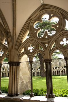 English Gothic cloister of Salisbury Cathedral. It is the largest in England. Gothic Architecture, Beautiful Architecture, Beautiful Buildings, Architecture Details, Beautiful Places, Amazing Places, Salisbury Cathedral, Medieval Gothic, Cathedral Church